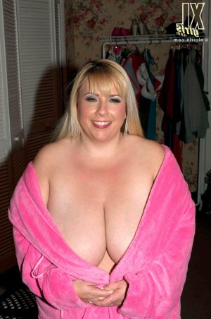 Ourida granny escorts in Kirkcaldy, UK
